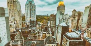 Costruzioni di New York alla notte Fotografia Stock Libera da Diritti