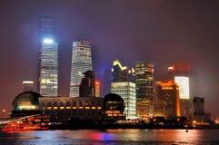 Costruzioni di notte di Pudong a Schang-Hai, Cina Fotografia Stock Libera da Diritti