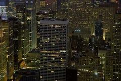 Costruzioni di NYC alla notte fotografia stock libera da diritti