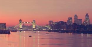 Costruzioni di ponti di Londra belle Immagini Stock