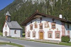 Costruzioni dipinte tradizionali in Tirolo Fotografia Stock Libera da Diritti