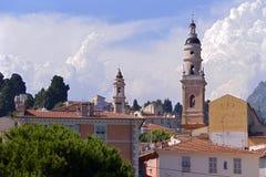 Costruzioni e basilica a Menton in Francia Fotografie Stock