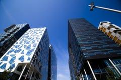 Costruzioni e cielo blu moderni Oslo del centro 3 fotografia stock