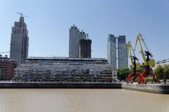 Costruzioni e gru moderne - Buenos Aires immagini stock libere da diritti