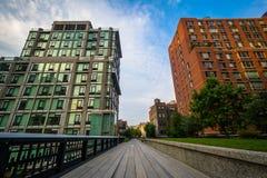 Costruzioni e passaggio pedonale sull'alta linea, in Chelsea, Manhattan, N Fotografie Stock Libere da Diritti
