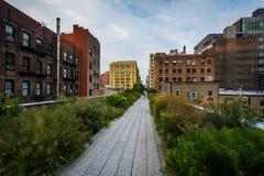 Costruzioni e passaggio pedonale sull'alta linea, in Chelsea, Manhattan, N Fotografia Stock