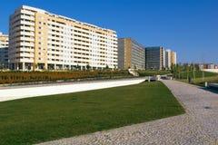 Costruzioni e sosta di appartamento Immagini Stock Libere da Diritti