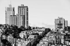 Costruzioni e strada nella città Immagini Stock Libere da Diritti
