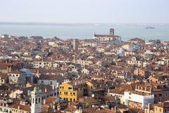Costruzioni famose della città di vista di paesaggio urbano di Venezia vecchie in Italia Fotografia Stock