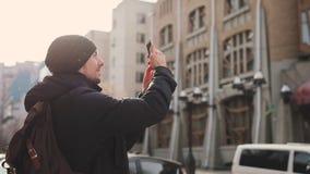 Costruzioni fotografare turistiche dell'uomo in via della città