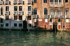 Costruzioni lungo i canali di Venezia Immagine Stock Libera da Diritti