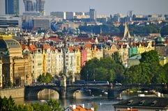 Costruzioni lungo il fiume della Moldava, Praga Fotografia Stock Libera da Diritti