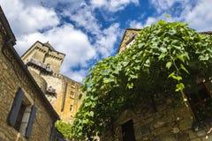 Costruzioni medievali in Belves; La Dordogna; La Francia Immagine Stock Libera da Diritti