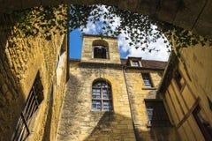 Costruzioni medievali in Sarlat-La-Caneda; La Dordogna; La Francia Fotografia Stock Libera da Diritti