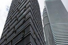 Costruzioni moderne alte della foto due Fotografia Stock Libera da Diritti