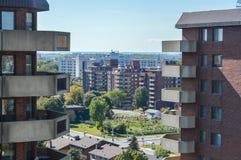 Costruzioni moderne del condominio con le finestre enormi a Montreal Fotografia Stock