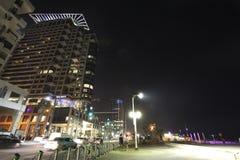 Costruzioni moderne di Tel Aviv di notte Fotografia Stock Libera da Diritti