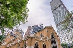 Costruzioni moderne ed antiche della città fotografia stock