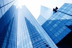 Costruzioni moderne nel distretto aziendale fotografie stock libere da diritti