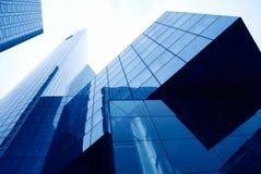 Costruzioni moderne nel distretto aziendale fotografia stock libera da diritti