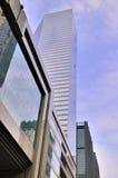 Costruzioni moderne sotto cielo blu Immagine Stock Libera da Diritti