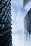 Costruzioni moderne sui precedenti di cielo blu Fotografia Stock Libera da Diritti