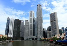 Costruzioni moderne sul lato del fiume di Singapore Immagine Stock Libera da Diritti