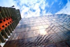 Costruzioni molto-storeyed in costruzione moderne Fotografie Stock