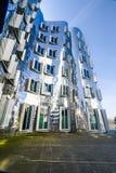 Costruzioni nel porto Dusseldorf di media fotografia stock libera da diritti
