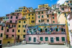 Costruzioni nella città di Manarola, Cinque Terre, Italia immagine stock libera da diritti