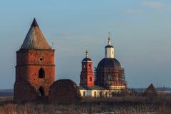 Costruzioni restanti nel territorio della fortezza di Saburov fotografia stock libera da diritti