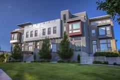 Costruzioni riflettenti moderne nell'alba Utah Immagini Stock