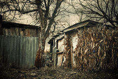 Costruzioni rotte del villaggio Fotografia Stock