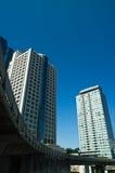 Costruzioni sotto cielo blu Fotografia Stock