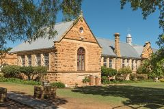 Costruzioni storiche dell'arenaria della High School in Ladybrand fotografia stock