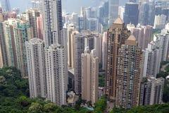 Costruzioni strettamente imballate nella metropoli dell'isola di Hong Kong Immagine Stock Libera da Diritti
