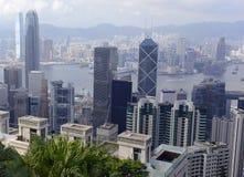 Costruzioni strettamente imballate nella metropoli dell'isola di Hong Kong Fotografia Stock Libera da Diritti