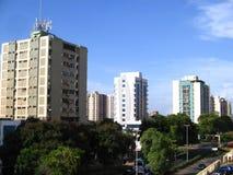 Costruzioni sul viale di Guayana, Puerto Ordaz, Venezuela Immagini Stock