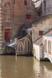 Costruzioni tradizionali e canale navigabile, Bruges, Belgio Immagine Stock Libera da Diritti