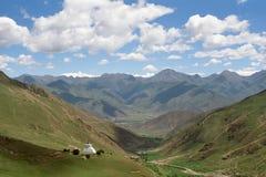 Costruzioni tradizionali tibetane Stupas fotografia stock libera da diritti