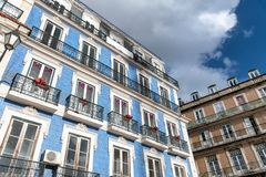 Costruzioni variopinte di Lisbona, Portogallo fotografie stock libere da diritti