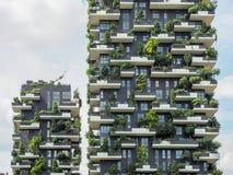 Costruzioni verticali della foresta a Milano, maggio 2015 Fotografie Stock