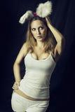 Сексуальный кролик или зайчик - женщина в costume Стоковые Изображения RF