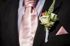 Costume avec une fleur images stock