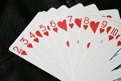 Costume de coeur des cartes sur le fond texturis? photographie stock