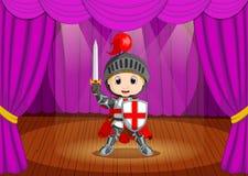Costume de port mignon de chevalier de petit garçon sur l'étape illustration libre de droits