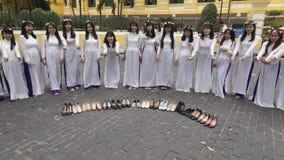 Costume del cittadino di Ao Dai Vietnamese Immagini Stock