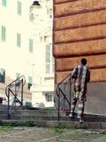 Costume ethnique typique d'un homme africain photographie stock