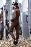 Costume mérinos de laine de bel de femme longtemps usage foncé sexy de cheveux bouclés Images stock