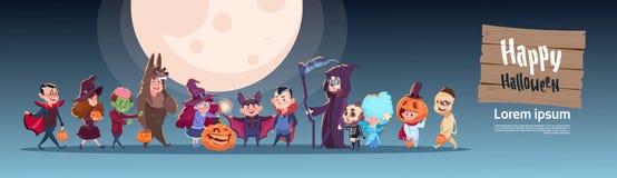 Costume mignon de monstres d'usage d'enfants, concept heureux de célébration de partie de bannière de Halloween Photos libres de droits